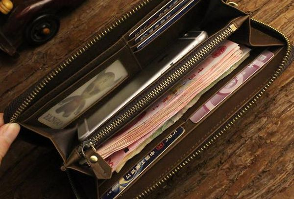 mua ví da nam cầm tay, 4 yếu tố để bạn quyết định mua ví da nam cầm tay