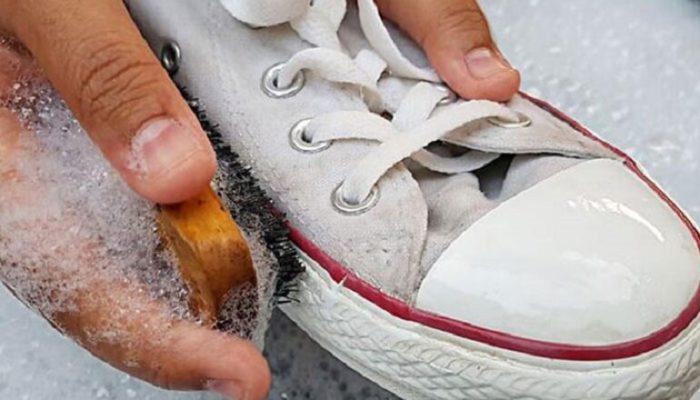 vệ sinh giày thể thao, Hướng dẫn cách vệ sinh giày thể thao ngay tại nhà, hiệu quả, nhanh chóng