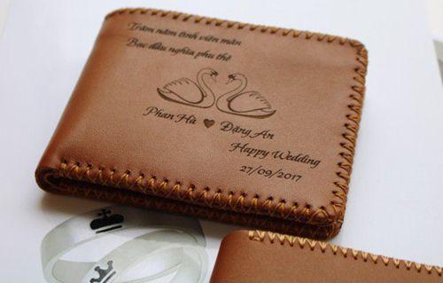 ví da bò khắc tên, Ví da bò khắc tên – Vì sao bạn nên sở hữu một chiếc ví da bò này?