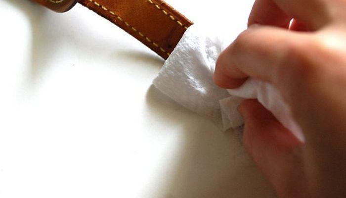 cách vệ sinh dây da đồng hồ