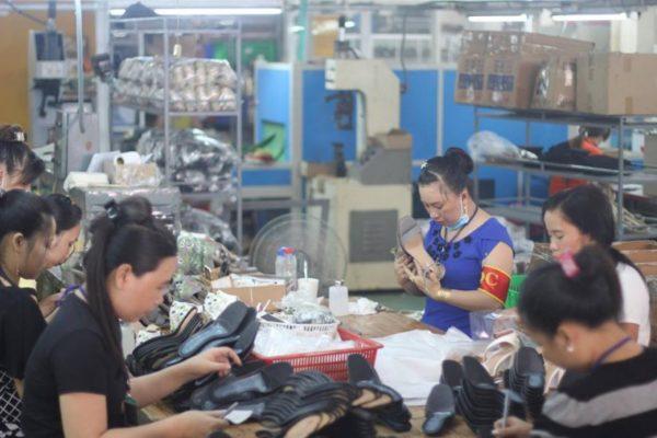 bỏ sỉ giày dép giá rẻ, 5 xưởng bỏ sỉ giày dép giá rẻ tại TPHCM bạn nên biết