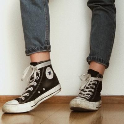 cách buộc dây giày converse quanh cổ