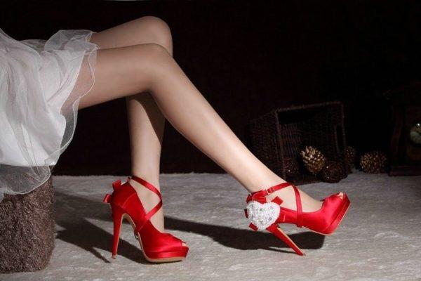 giày cao gót màu đỏ, Làm sao để phối đồ cùng giày cao gót màu đỏ cho thật đẹp và sang trọng?