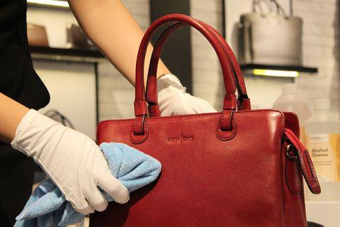 cách vệ sinh túi da, Bỏ túi ngay 8 cách vệ sinh túi da cực hữu ích không phải ai cũng biết
