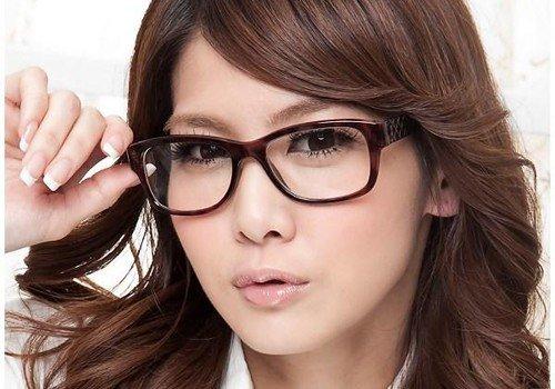 """mặt vuông đeo kính gì, Giải đáp ngay thắc mắc """"mặt vuông đeo kính gì"""" cũng Daynitda.com"""
