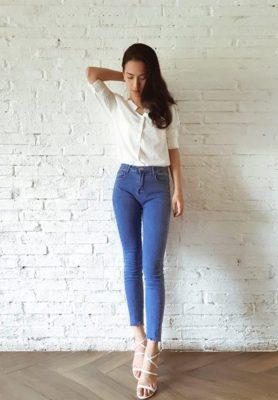 phối áo sơ mi trắng với quần jean