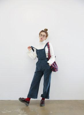 quần jean yếm nữ, Bỏ túi ngay 11 cách phối đồ sành điệu với quần yếm jean nữ